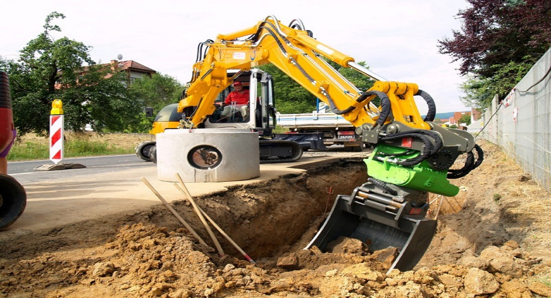 ATTACHMENTS FOR CONSTRUCTION MACHINES